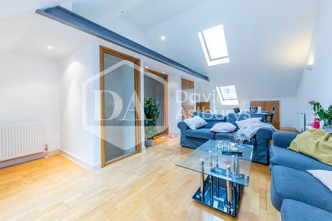 3 bedroom terraced house to rent - Fairclough Street, Aldgate East