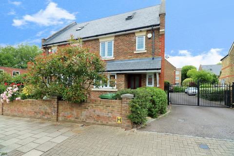 4 bedroom semi-detached house for sale - Pembroke Road, Bromley