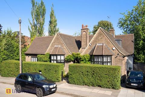 4 bedroom detached house for sale - Wellgarth Road, Hampstead Garden Suburb,NW11