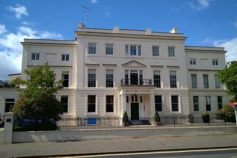 3 bedroom apartment to rent - Hampton Court Road, EAST MOLESEY