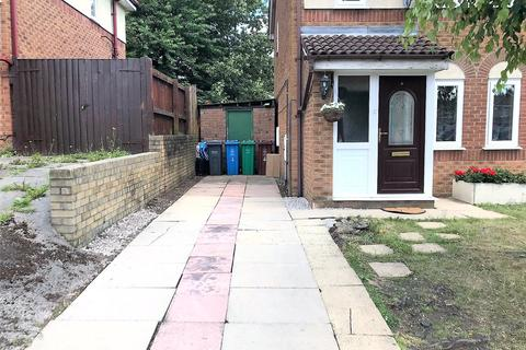 3 bedroom semi-detached house to rent - Adstone Close, Manchester, M4