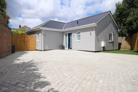 2 bedroom bungalow for sale - Branders Lane, Wick, Bournemouth