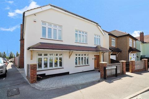 7 bedroom detached house for sale - Olron Crescent, Bexleyheath