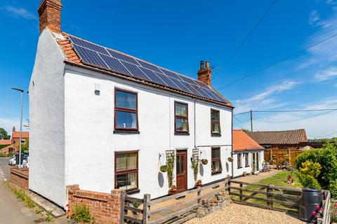 3 bedroom cottage for sale - High Street, East Butterwick, Scunthorpe