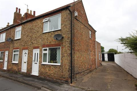 2 bedroom end of terrace house for sale - Manor Road, Preston, Hull