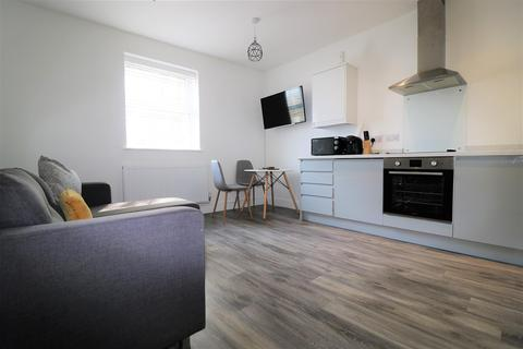 2 bedroom flat to rent - Wincolmlee, Hull