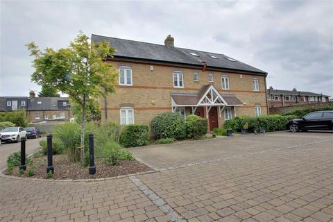 2 bedroom flat for sale - Sovereign Mews, Hadley Wood, Herts