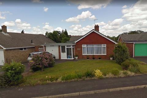 3 bedroom detached bungalow to rent - Merley Gardens, Wimborne, Dorset BH21