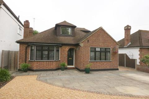 4 bedroom detached house - Grosvenor Road, Staines upon Thames, TW18
