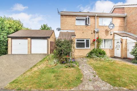 2 bedroom end of terrace house for sale - Repton Close, Luton