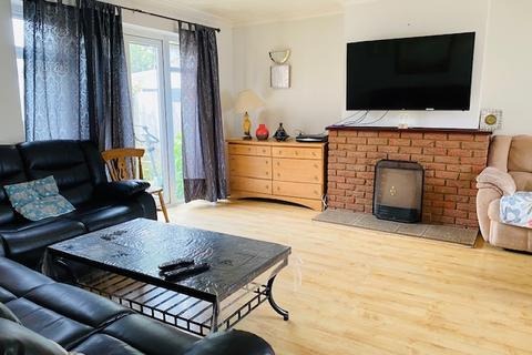 5 bedroom detached house to rent - EATON GREEN ROAD , LUTON LU2