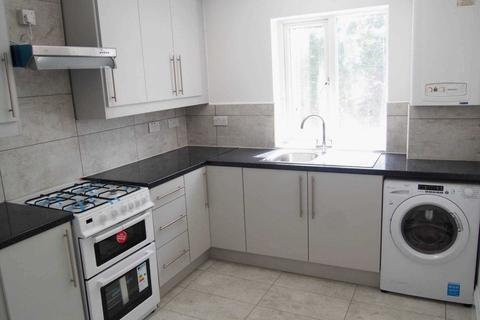 3 bedroom semi-detached house to rent - West Wycombe Road, High Wycombe