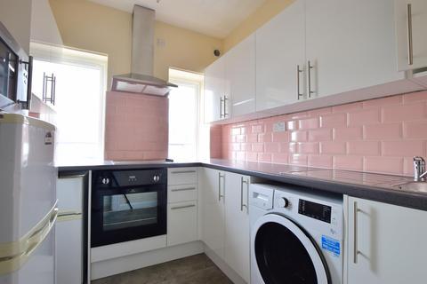 4 bedroom apartment to rent - Marlborough Parade, Uxbridge, Middlesex UB10 0LR
