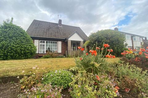 2 bedroom detached bungalow - Clifford Road, Macclesfield, SK11