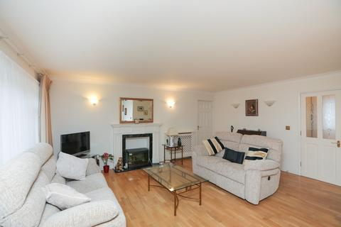 2 bedroom apartment to rent - St. Winifreds Close, Chigwell, IG7
