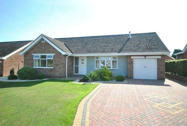 3 Bedrooms Detached Bungalow for sale in Radcliffe Road, Healing, Grimsby