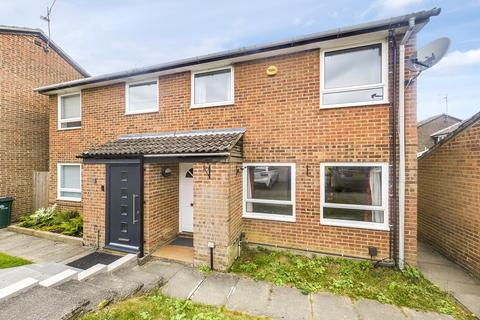 3 bedroom semi-detached house to rent - Pound Hill, Crawley
