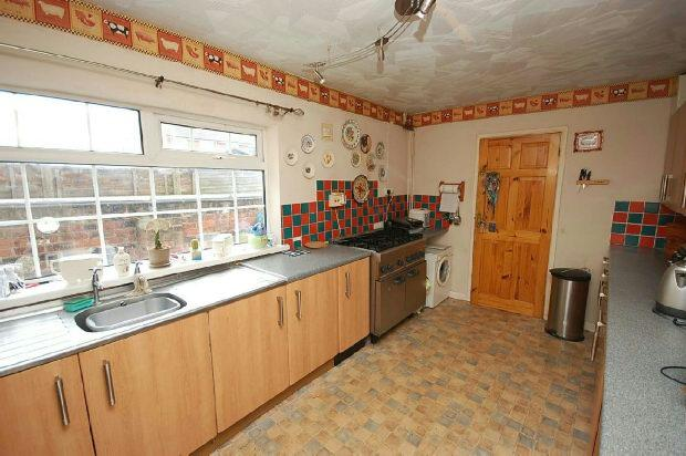 3 Bedrooms End Of Terrace House for sale in Heneage Road, Grimsby