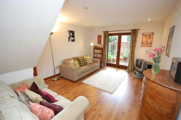 2 Bedrooms Semi Detached House for sale in Browns Orchard, Grimsby