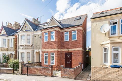 4 bedroom semi-detached house for sale - Bartlemas Road, East Oxford, OX4
