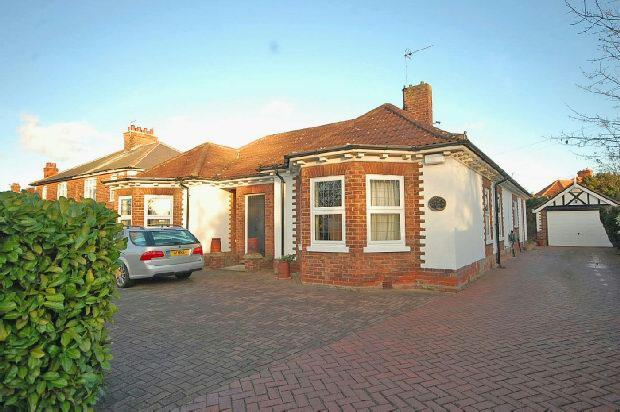 3 Bedrooms Detached Bungalow for sale in Scartho Road, GRIMSBY