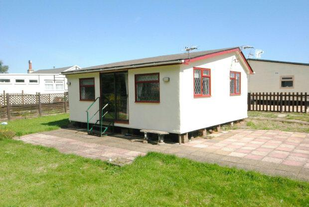 2 Bedrooms Detached Bungalow for sale in 8th Avenue, Humberston Fitties, Humberston, Grimsby