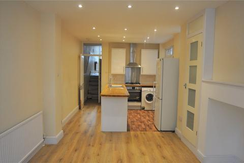 4 bedroom house to rent - Palmerston Crescent, London, N13