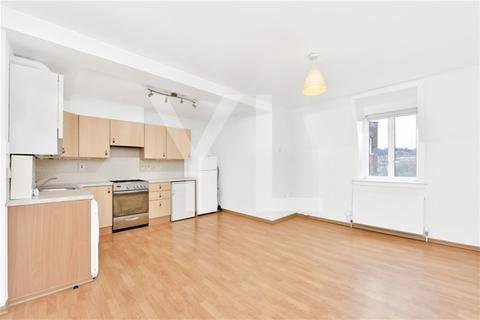 2 bedroom flat to rent - 82 Blackheath Road , Greenwich