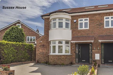 4 bedroom townhouse - Westpole Avenue, Cockfosters, Hertfordshire