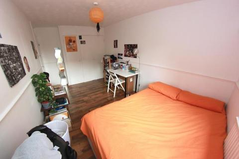 5 bedroom house share to rent - Rhodeswell Road, London
