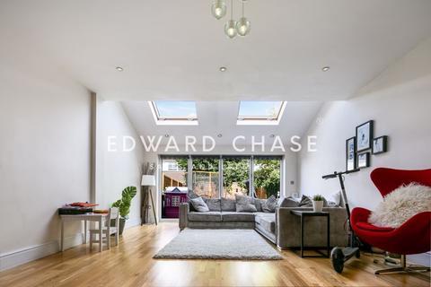 4 bedroom terraced house to rent - Cranbrook Road, Barkingside, IG6