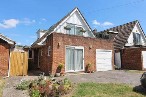 4 bedroom detached house for sale - Norlands Lane, Thorpe, TW20