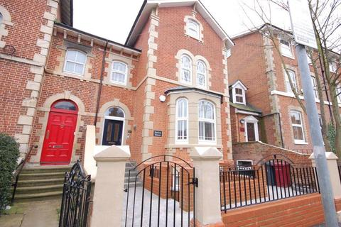 Studio to rent - Russell Street,  Reading,  RG1