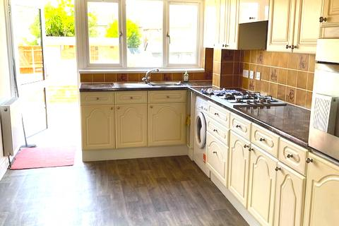 4 bedroom house to rent - Bowrons HA0