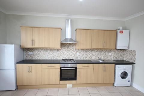 3 bedroom flat to rent - Lea Bridge Road, Leyton, E10