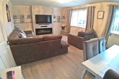 2 bedroom ground floor flat - Croydon Road, Wallington, Surrey