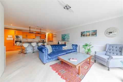 2 bedroom apartment for sale - Town Meadow, Brentford, TW8