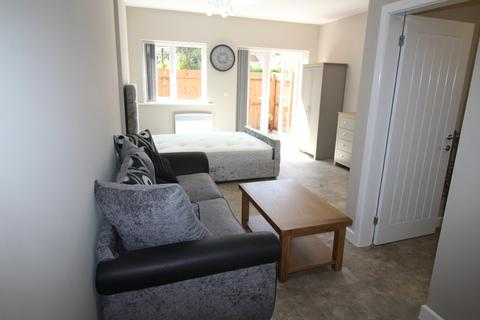 Studio to rent - Blossomfield Road, Solihull