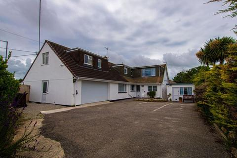 8 bedroom detached bungalow - Penmare Terrace, Hayle