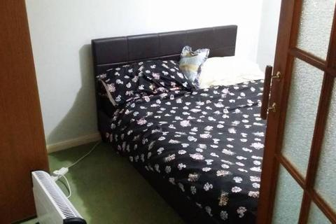 3 bedroom house share to rent - Double Room to rent in Rose Avenue, Morden