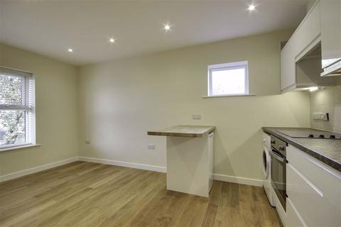 1 bedroom flat to rent - F4 Redworth Court, Upper Accommodation Road, LS9