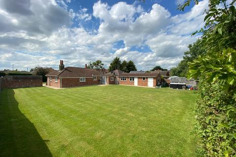 4 bedroom detached bungalow for sale - House & Plot, New Lane, Huntington, York