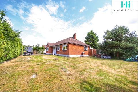 3 bedroom bungalow for sale - Cheyne Walk, Horley