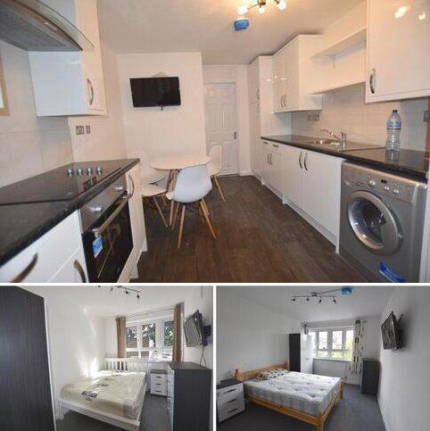 4 bedroom flat to rent - Cheesemans Terrace, Star Road, West Kensington, London W14