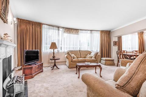2 bedroom flat for sale - Belsize Crescent, Belsize Park
