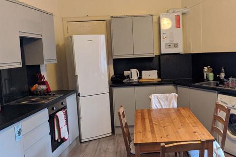 4 bedroom flat to rent - Abbeymount, Abbeyhill, Edinburgh, EH8 8EJ