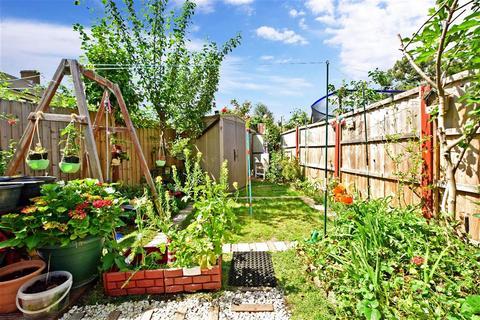 3 bedroom terraced house for sale - Stevens Road, Dagenham, Essex