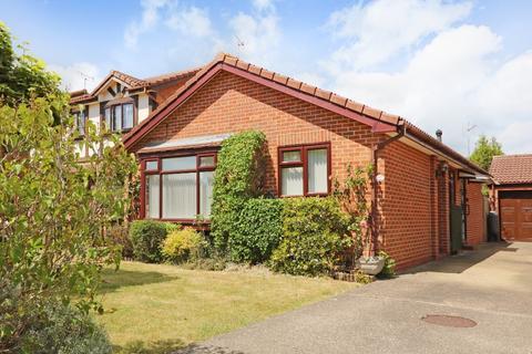 2 bedroom bungalow for sale - Grantley Close, , Ashford, TN23 7UE