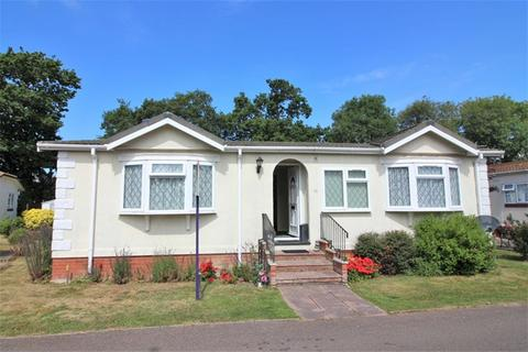2 bedroom detached bungalow for sale - Jaywick Lane, Clacton on sea
