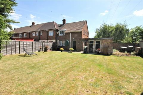 2 bedroom house for sale - Booth Drive, Staines, Middlesex, TW18